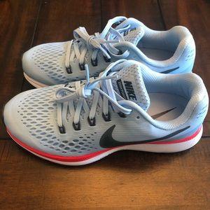 NIKE Zoom Running Shoes, EUC, size 6.5